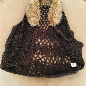 Jessica Simpson vests Crochet with fake fur.used